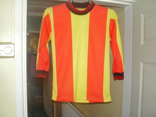brand new sets of kids football shirts  ,size 26/28 chest ,suit 6/8 years