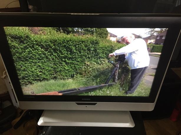 32 inch flatscreen bush television