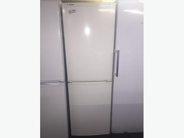 BOSCH FRIDGE FREEZER HALF N HALF WITH GUARANTEE