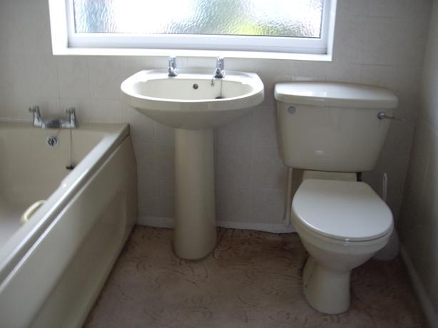 Used bathroom suite kingswinford dudley for Bathroom 3 piece suite