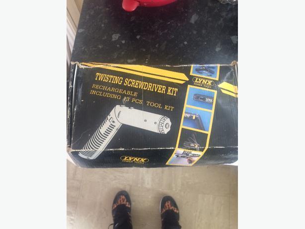 electric twisting screwdriver