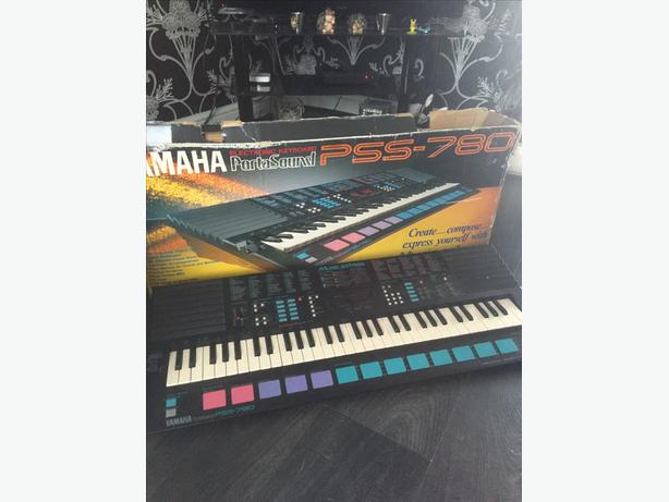 YAMAHA portasound electronic keyboard PSS-780 Music Station
