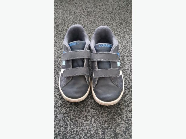 BOYS ADIDAS TRAINERS SIZE INFANT 9