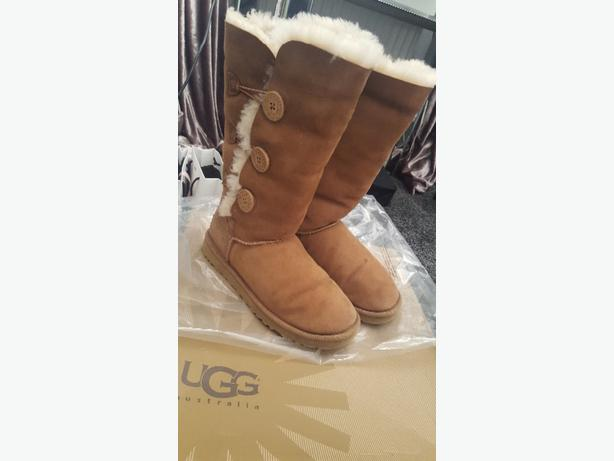 triple chestnut ugg boots size 6