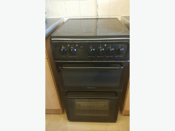 nearly new 3 month old 50 cm hotpoint electric stove