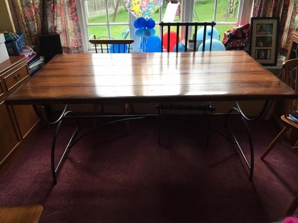 solid oak dinning table and 4 chairs.