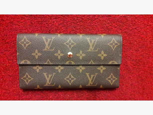 FOR TRADE: LOUIS VUITTON LADIES PURSE