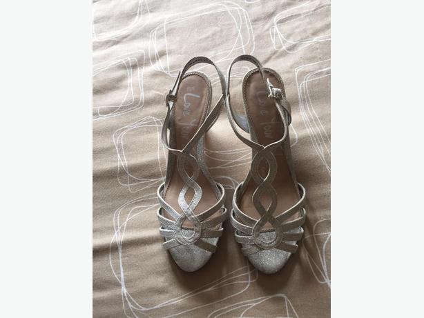 LADIES SHOES size 6 AND CLOTHES size 18