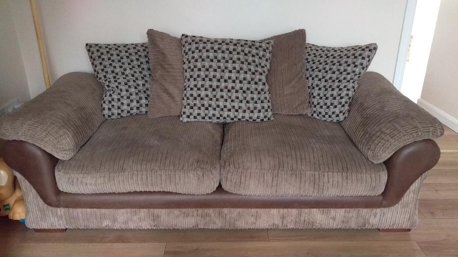 Sofa And Cuddle Chair 12 Mnths Old Wednesbury Wolverhampton
