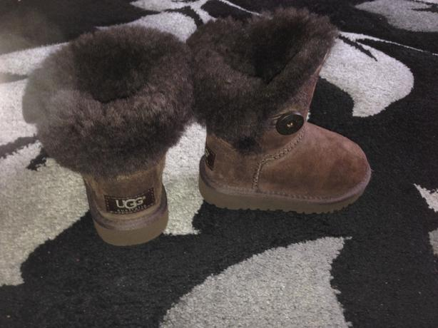 brown ugg boots size 6