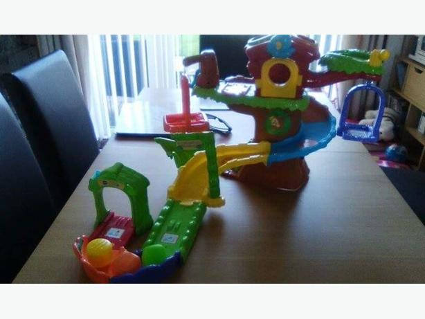 VTech Toot Toot Tree House and Animals