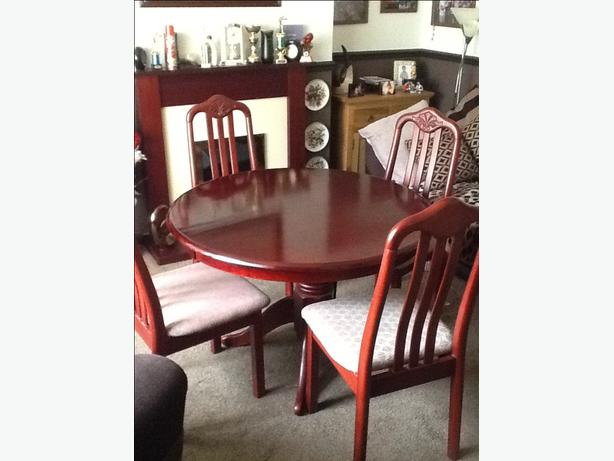 Round mahogany table with 4 chairs