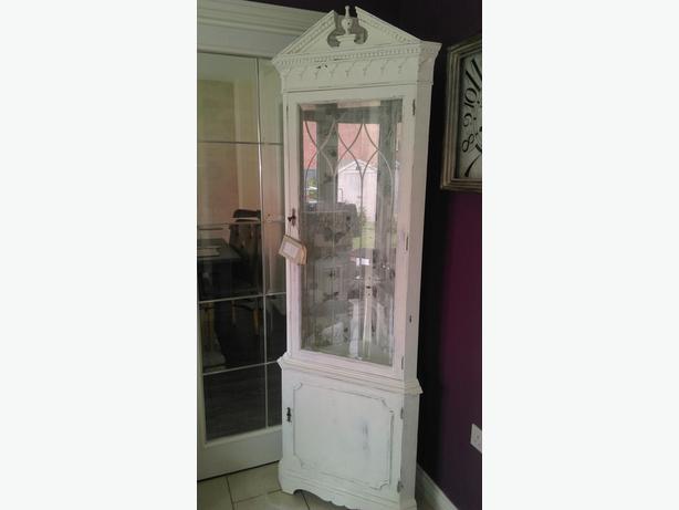 Corner cabinet Shabby Chic style