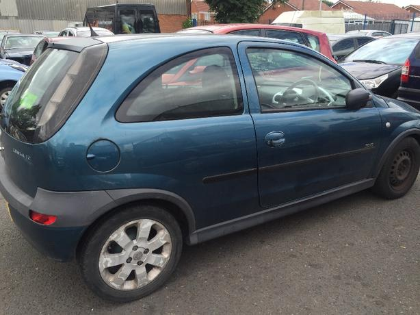Vauxhall Corsa 2003 breaking for spares!! over 175 cars braking