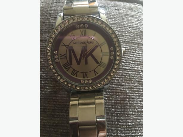 WOMENS MICHAEL KORS WATCH IN SILVER