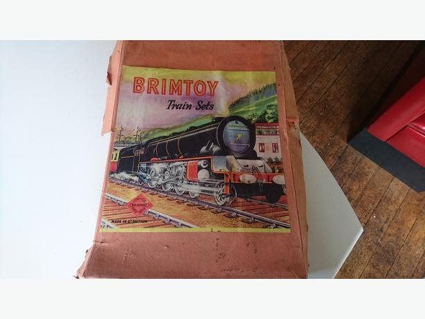 VINTAGE 50S COLLECTABLE COMPLETE TINPLATE CLOCKWORK BRIMTOY TRAIN SET BOXED