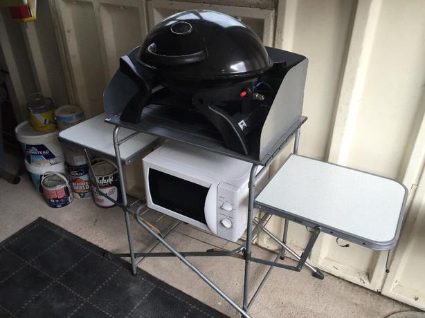 bbq with folding table