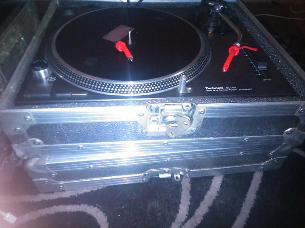 Technics 1210 mk2. Direct Drive Turntable