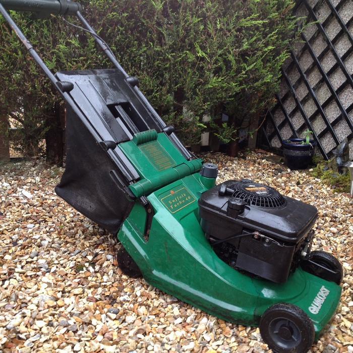 qualcast petrol lawn mower kingswinford sandwell. Black Bedroom Furniture Sets. Home Design Ideas