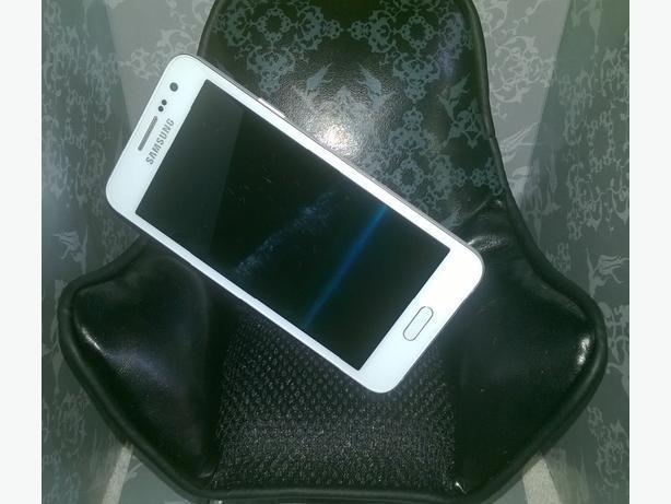 Mobile phone speaker chair