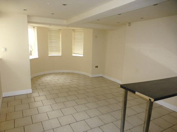 A Charming 1 Bedroom Basement Flat on Wolverhampton Street, Dudley, DY1 1DU