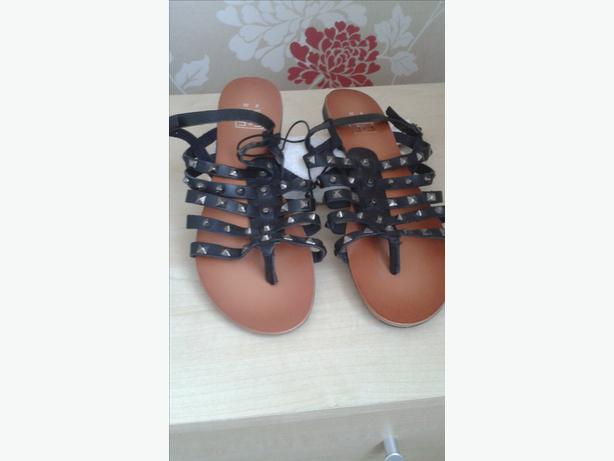 BLACK LEATHER GLADIATOR SANDALS SIZE 5