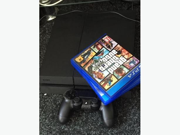 1 weekold Playstation 4 With 3 Games