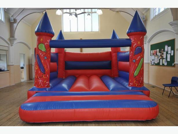 bouncy castle hire west Mlds area
