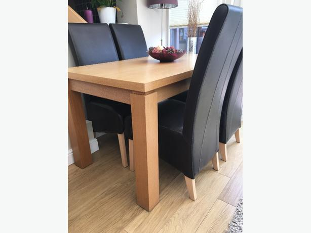 Oak dining table and leather chairs