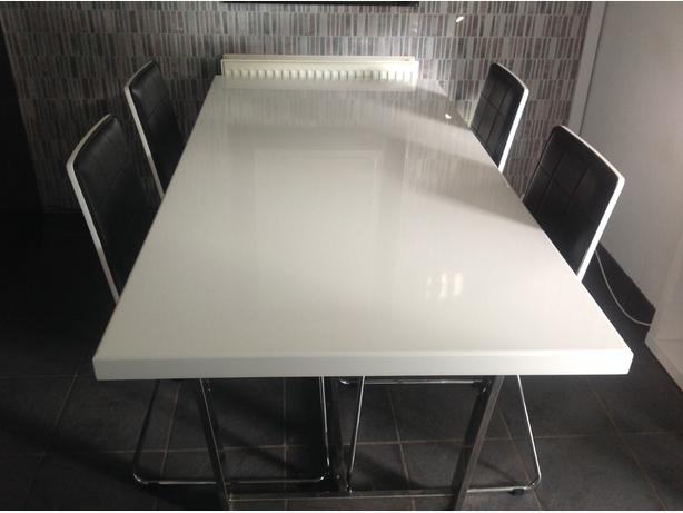 Gloss white table and chairs with unit