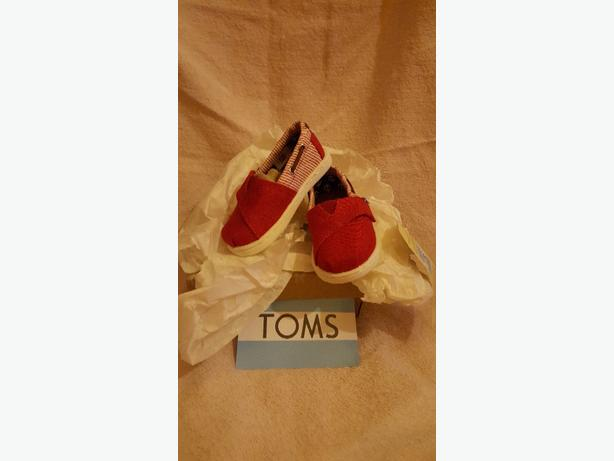 tiny boys toms