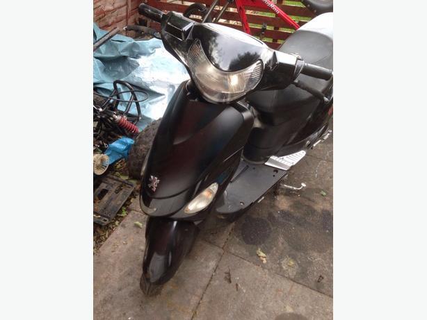 49 cc Peugeot v click moped