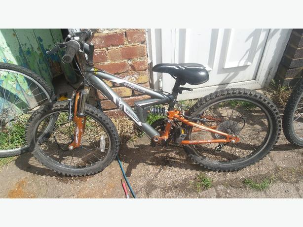 Apollo fs 20 full suspension mountain bike  £30