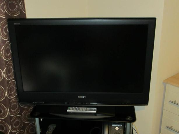 SONY 40 INCH LCD HD TV, FREEVIEW, REMOTE.