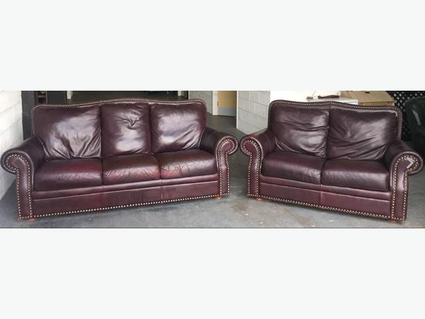 Sofas in wolverhampton mobile for Studded sofa sets