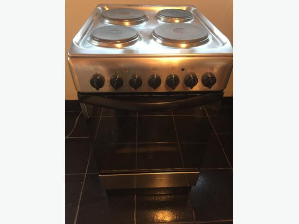 Indesit Electric Freestanding Oven/hob