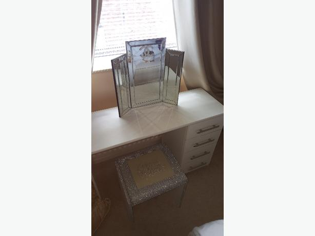 dressing table, mirrow and chair