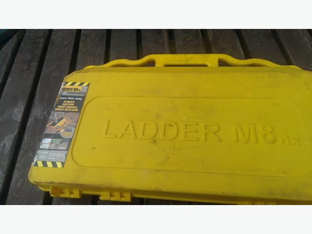 LADDER M8