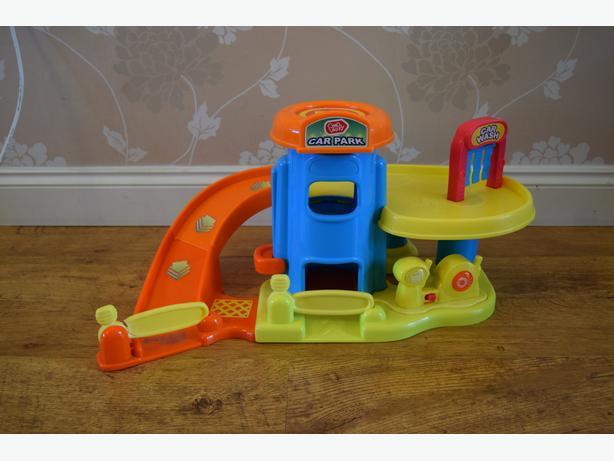 chad valley toy car garage / car park