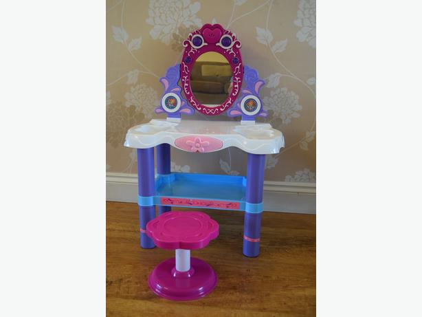 girls plastic dressing table with lights / sounds