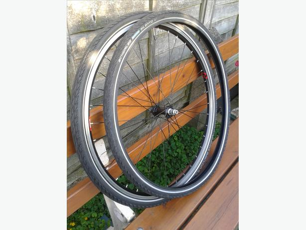 New Raleigh 700c front wheel