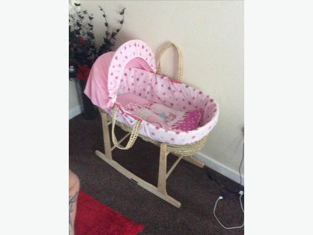 Moses basket with rockin stand