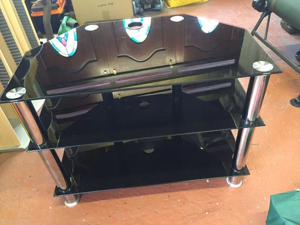 BLACK/CHROME GLASS MEDIUM SIZE TV STAND