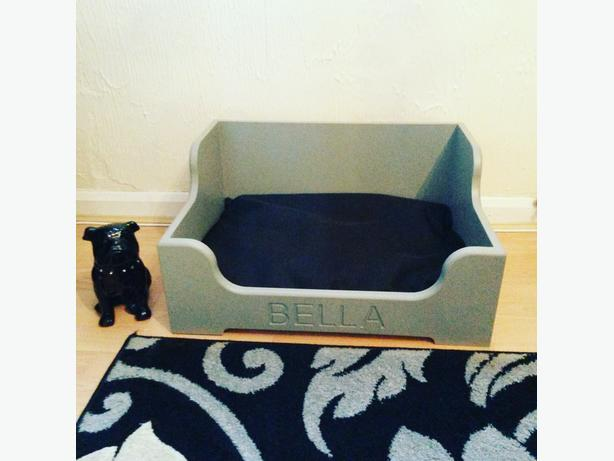 LUXURY HANDMADE WOODEN PERSONALISED RAISED SMALL DOG / CAT BED