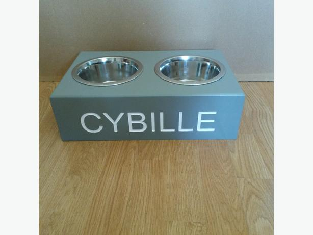 PERSONALISED DOG FEEDING STATION INCLUDES BOWLS ANY NAME ENGRAVED