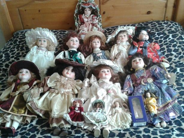 joblot of porcelin dolls