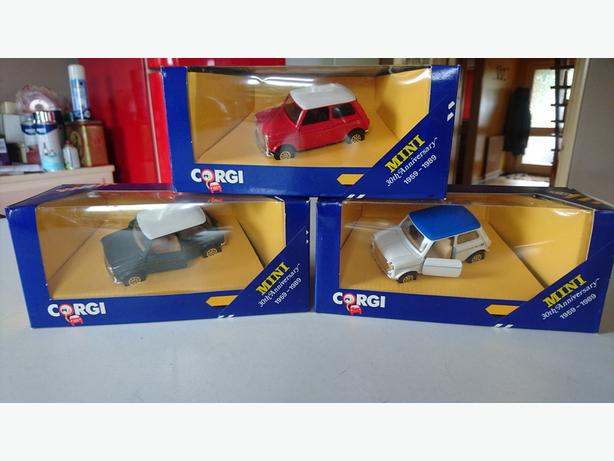 3 VINTAGE COLLECTABLE CLASSIC MINI ALL DIFFERENT DIECAST CORGI CARS MINT BOXED
