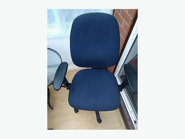 Blue Office Chair With Lump Bar