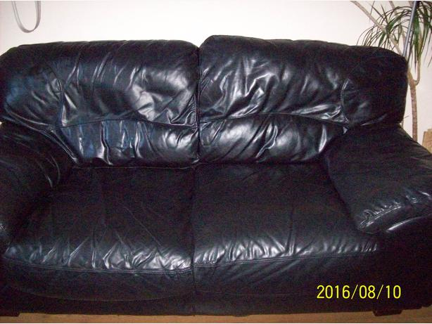 2x leather sofas .32in tv