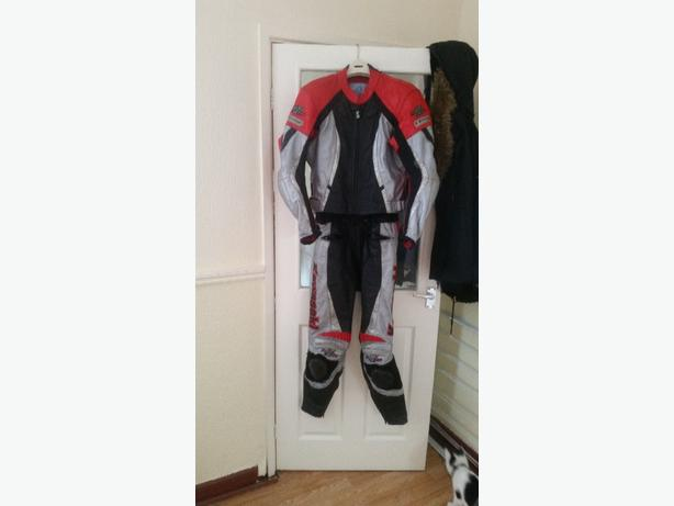 Kawasaki 21 leathers size 42